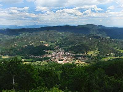 vista de Sant Feliu de Pallerols i la vall d'hostoles des de el santuari de la salut